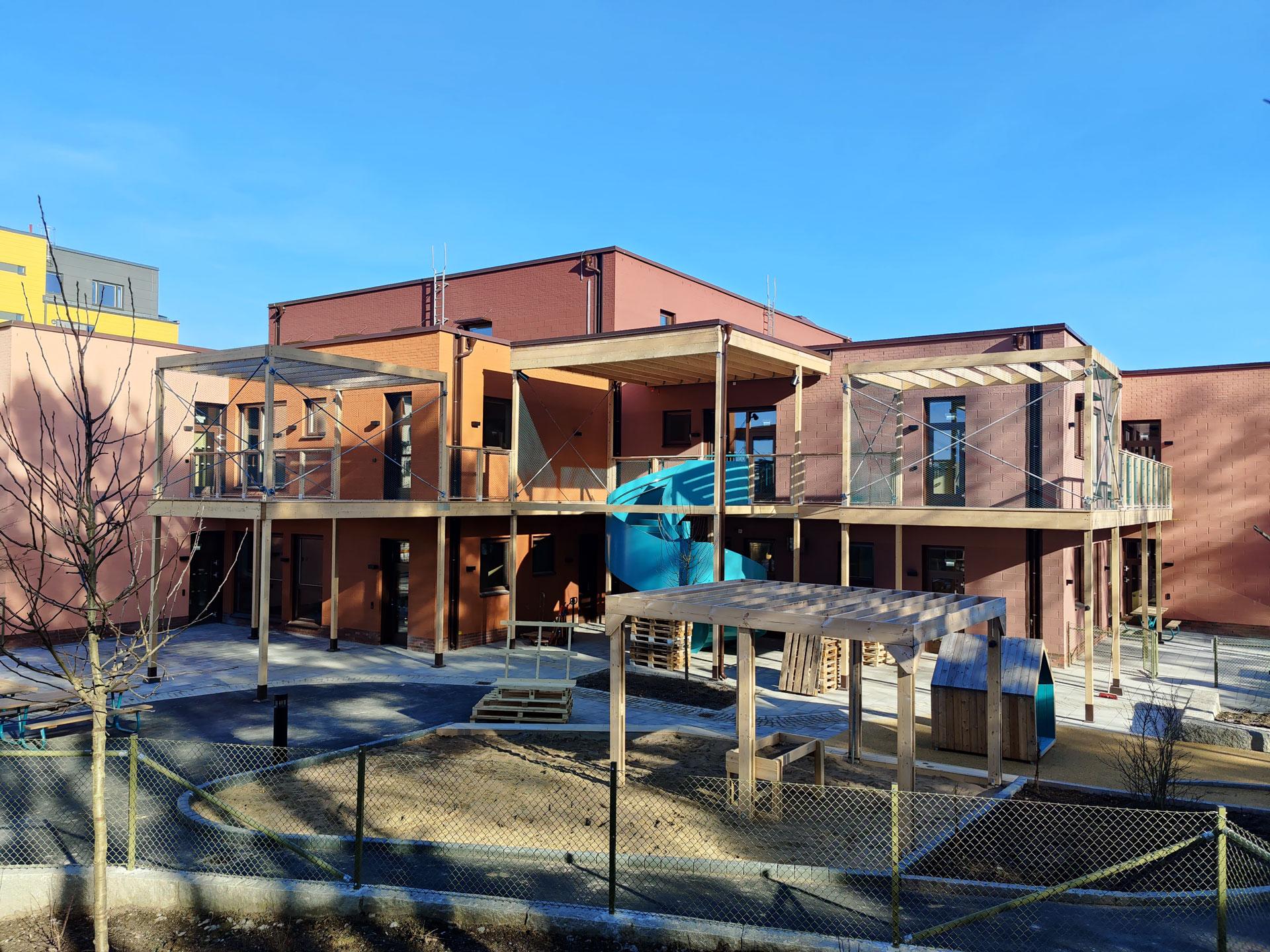 Förskolan kvarnkullen i sundbyberg med jakob ropes webnet frames och Xline
