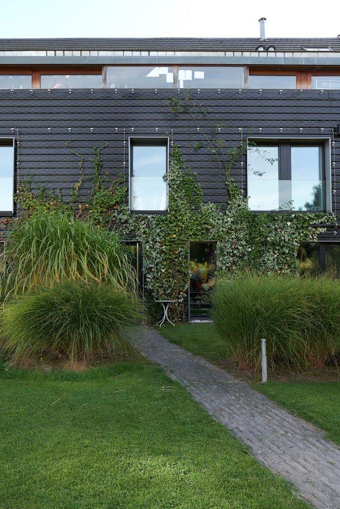 Vacker fasad av grönska med Greensolutions från jakob