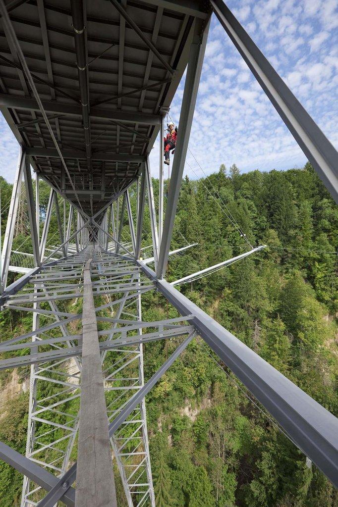 Säkerhetsnätet webnet med varjersystem på Haggen Bridge i Schweiz