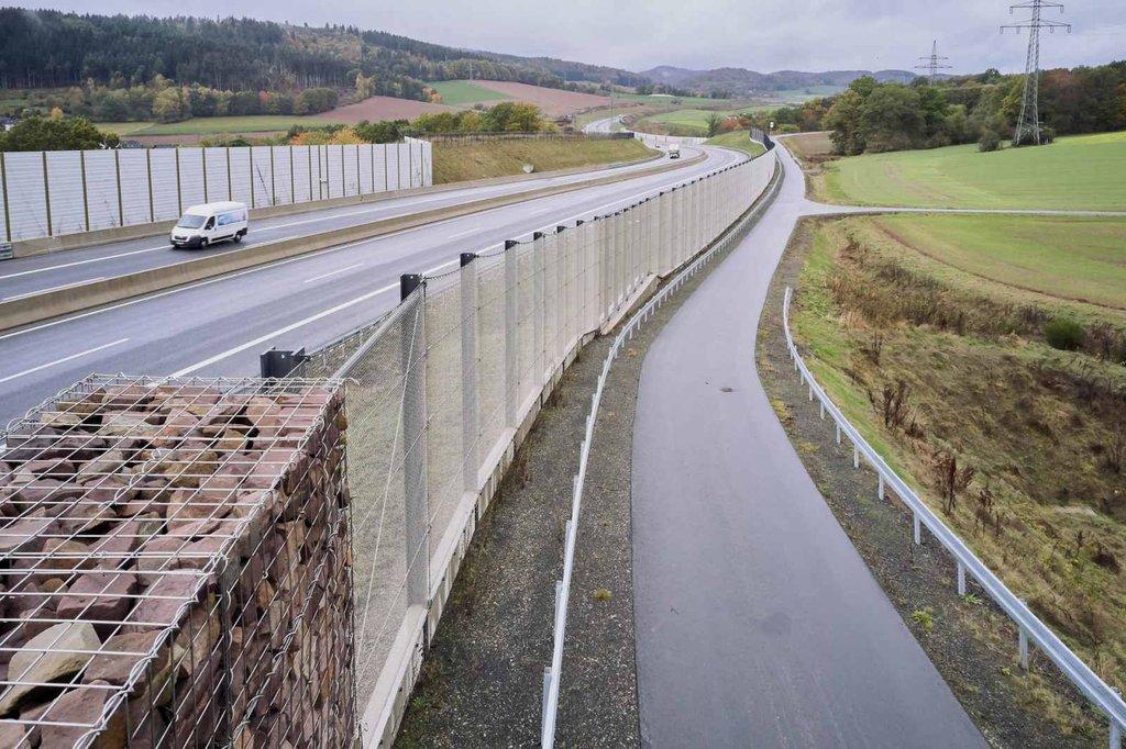 A44 i Tyskland med vägstängsel från Jakob Rope Systems Webnet