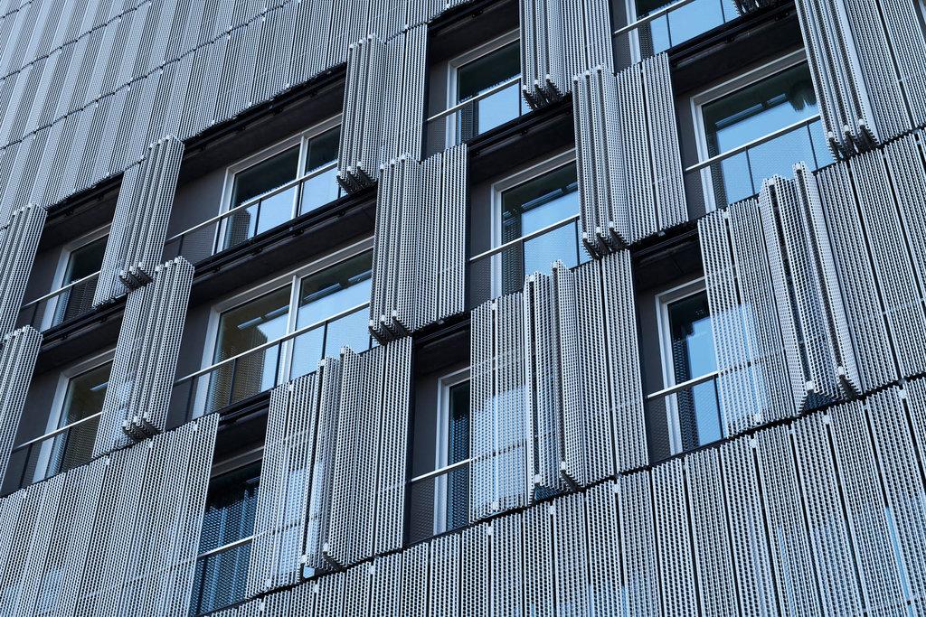 Meret Oppenheim Tower osynligt räcke av webnet frames