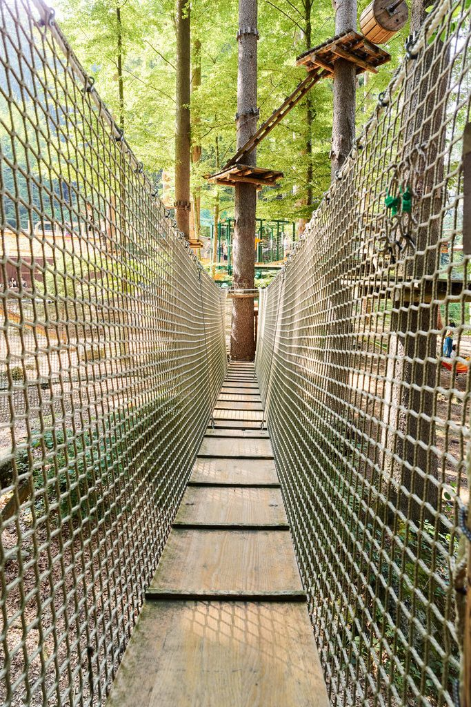 Hängbro med fiberrep som skyddsnät