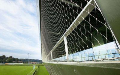 Skyddande nät på idrottsplatser